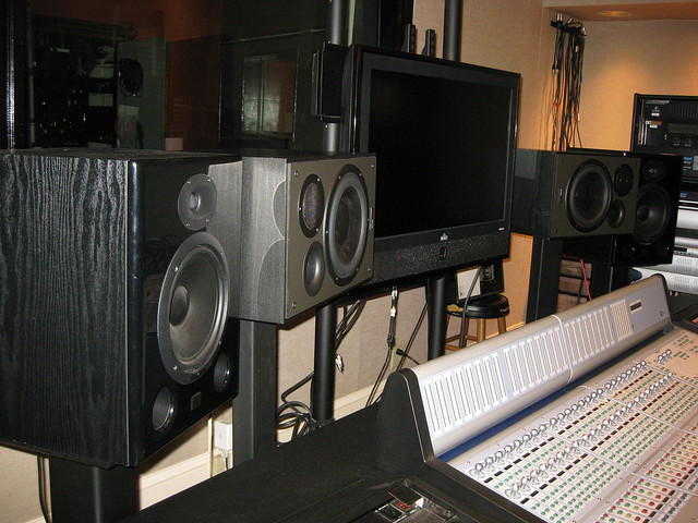 cheap studio monitors for the budget conscious engineer audio issues. Black Bedroom Furniture Sets. Home Design Ideas
