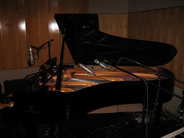22 - piano