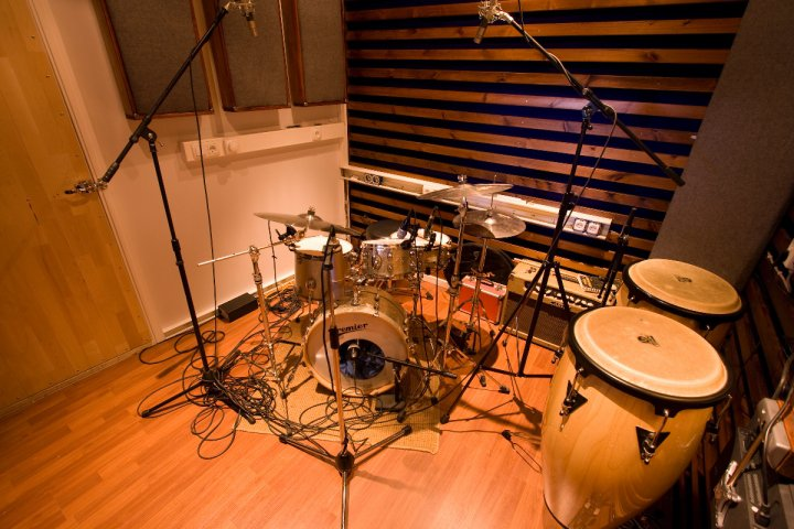 A Powerful n Punchy Guide to Mixing Your Drums Audio  : drum room from www.audio-issues.com size 720 x 480 jpeg 88kB